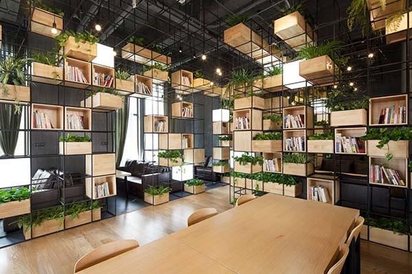 Những cách trang trí quán cafe bằng hoa