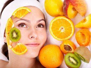 Tích cực ăn các loại thực phẩm tốt cho làn da sẽ giúp bạn chăm sóc làn da từ sâu bên trong