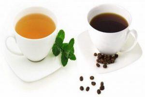 Hợp chất caffeine có trong trà, cà phê khiến cho các nốt mụn lây lan nhanh và nhiều hơn
