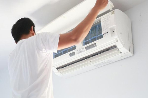 Sửa chữa và bảo dưỡng điều hòa tại trung tâm