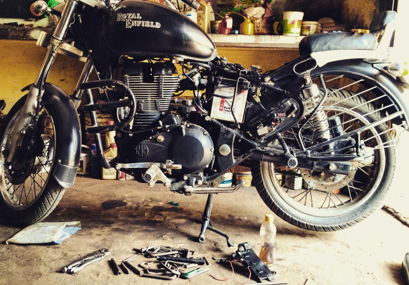 Kiểm tra phương tiện và chuẩn bị đồ dự phòng cho xe máy