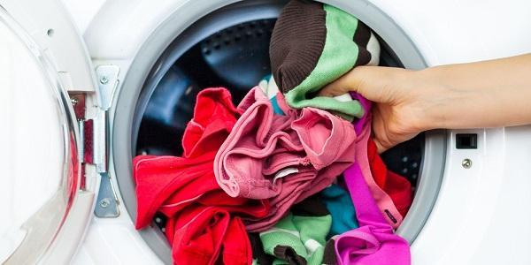 Có nhiều bệnh tình dục sẽ bị lây nhiễm khi giặt chung quần áo