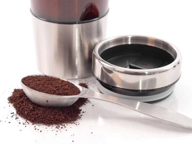 Khử mùi tủ lạnh bằng bã cà phê