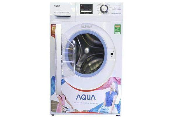 Cách vắt quần áo bằng máy giặt Aqua cho người mới sử dụng lần đầu