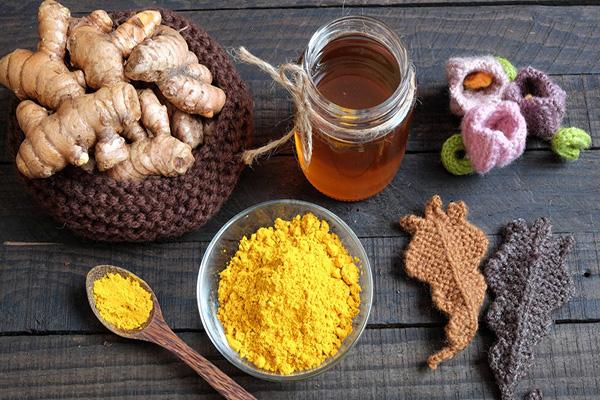 Tinh bột nghệ và mật ong có tác dụng gì