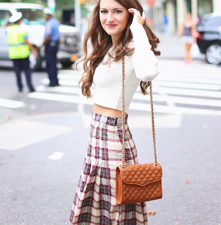 Những chiếc túi xách dài đến eo hay hông giúp bạn gái khoe trọn đường nét gợi cảm