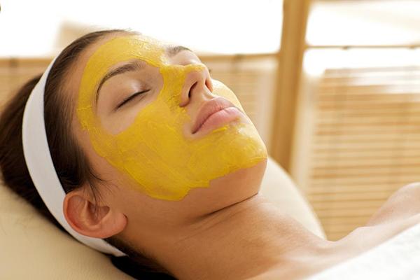 Những công thức chăm sóc da với tinh bột nghệ vàng