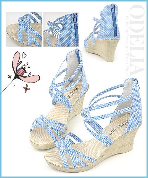 Những đôi sandal có độ che phủ bàn chân lớn sẽ giúp bạn che đi nhược điểm đôi chân bản to, rộng