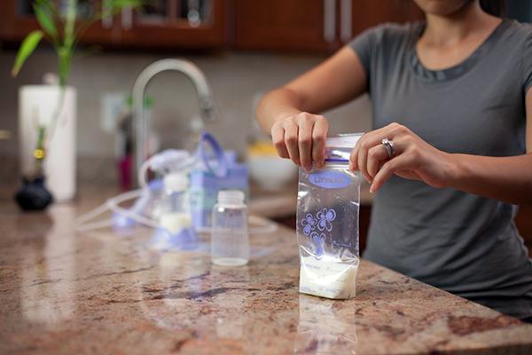 Hướng dẫn sử dụng và cách bảo quản sữa mẹ trong tủ lạnh